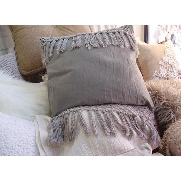 Almohadon tejido con flecos