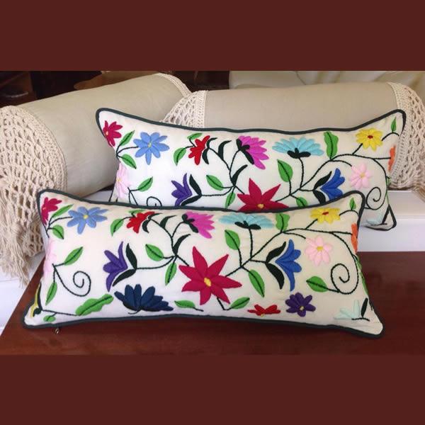 Almohadón bordado mexicano