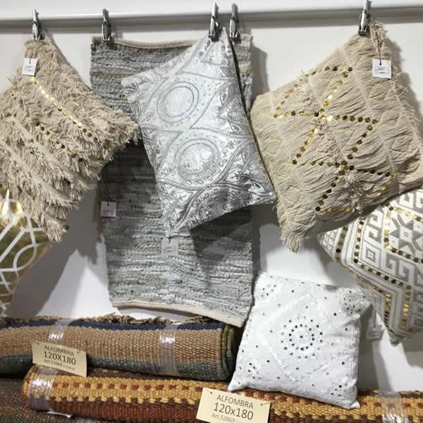 Almohadón bordado con lentejuelas